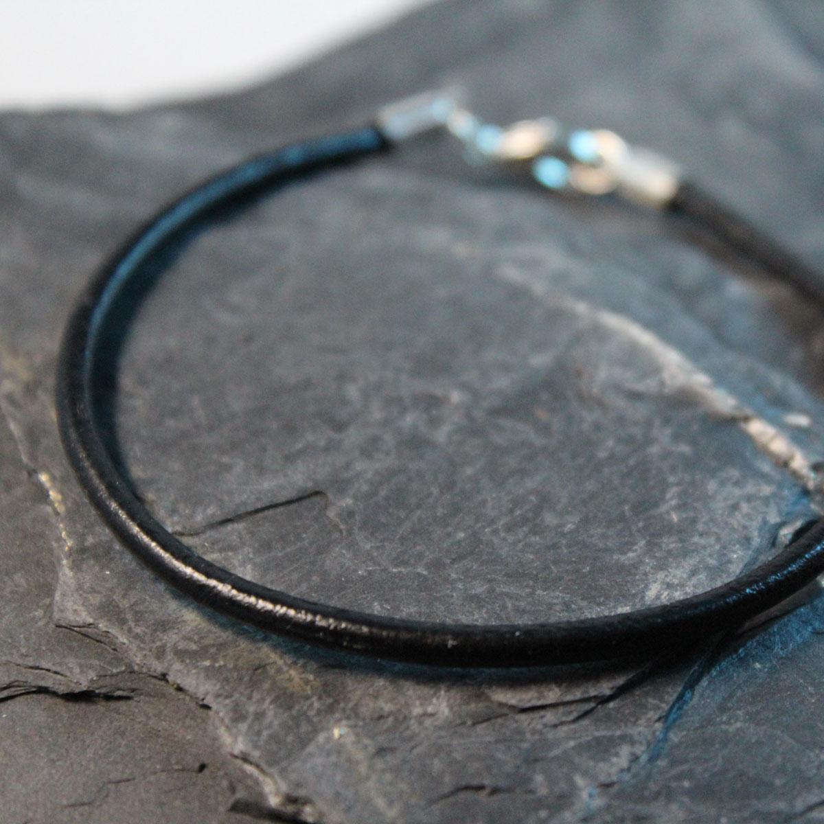 Armband rund schwarzes Leder