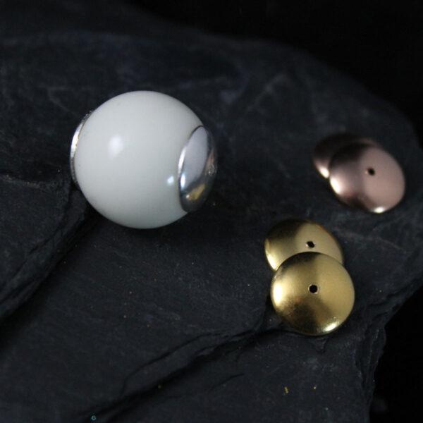 Perle mit Kappen